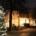 Kirchvorplatz mit Tannenbaum